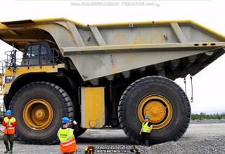 Camion Minero 795F Ac Caterpillar con los Instructores